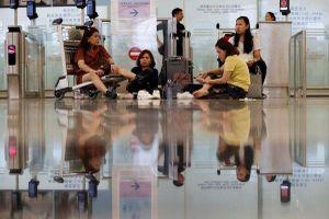 Sân bay Hong Kong 'tê liệt' vì hàng nghìn người biểu tình