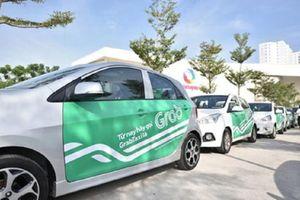 Sau đề xuất 'gắn mào', Bộ GTVT lại muốn taxi công nghệ phải dán phù hiệu phản quang