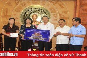 Phó Chủ tịch nước Đặng Thị Ngọc Thịnh trao quà hỗ trợ đồng bào bị thiệt hại do lũ lụt tại Thanh Hóa