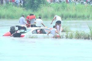 Giận dỗi bố mẹ, chàng trai 'quẳng' luôn chiếc BMW mới tinh xuống sông