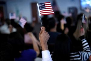 Luật mới của Mỹ có thể cắt giảm một nửa số người nhập cư hợp pháp
