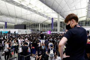 Hỗ trợ hai công dân VN kẹt ở sân bay Hong Kong do biểu tình
