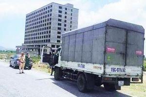 Công an truy tìm tài xế bỏ xe chở hàng lậu chạy trốn