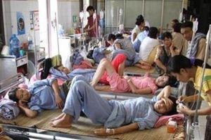Giường dịch vụ 4 triệu đồng và bệnh nhân nằm ghép