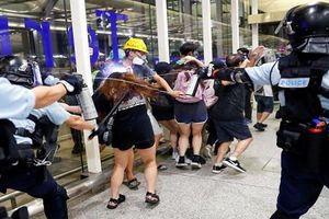 Toàn cảnh cuộc đụng độ dữ dội tại sân bay Hong Kong