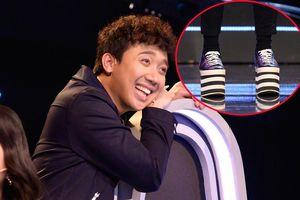 Trấn Thành suýt 'vồ ếch' trên sân khấu vì mang giày độn quá lố
