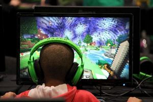 Số học sinh cận thị gia tăng nhanh do xem ti vi, chơi game nhiều
