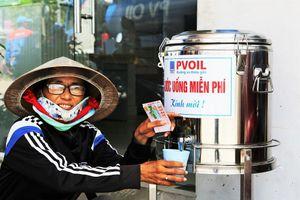 Bình nước uống miễn phí của PVOIL mang đến cảm nhận 'Đường xa thêm gần'