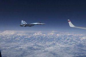 NATO giải thích lý do tiêm kích F-18 cố tiếp cận máy bay chở BTQP Nga Shoigu