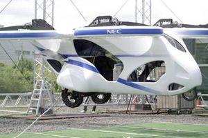 Thử nghiệm ô tô bay trong lồng sắt