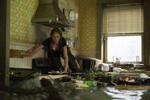 Review 'Crawl': Cuộc chiến sống còn với cá sấu, ăn đứt nhiều phim kinh dị