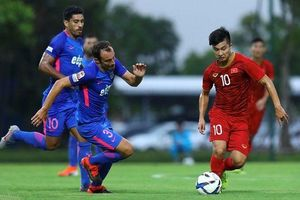 Martin Lo, Danh Trung giúp U22 Việt Nam đánh bại CLB Hong Kong