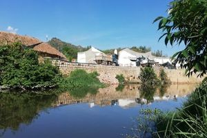 I-Resort Nha Trang công khai đổ đất lấn sông: Chỉ là đất đá 'rơi' trên đường... 'vãi' xuống sông?