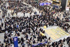 Biểu tình kéo dài, kinh tế Hong Kong bị ảnh hưởng 'khủng' thế nào?