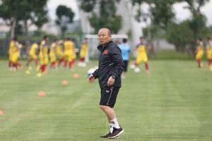 Thầy trò ông Park giữ thói quen chiến thắng, chờ gặp Hiddink