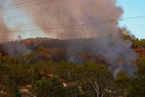 Cháy lớn ở núi Ngũ Phong - Huế, đe dọa an toàn lưới điện