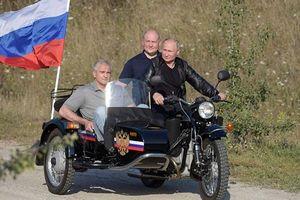 Tổng thống Putin bị khiếu nại vì không đội mũ bảo hiểm