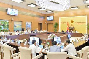 Ủy ban Thường vụ chất vấn các thành viên Chính phủ những vấn đề gì?