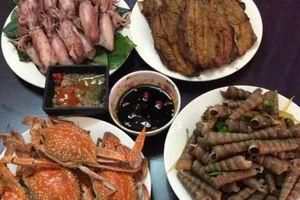 Khoe mâm hải sản đãi khách có 6 người ăn khiến dân mạng thèm thuồng, nhưng bà nội trợ tiết lộ mức giá càng khiến mọi người sốc hơn