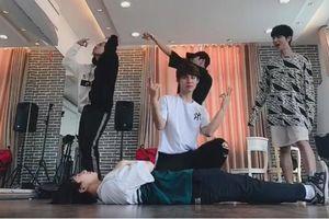 Clip: Ủng hộ em út Han Sara, Uni5 tung bản dance cover 'Đếm cừu' cực hài hước khiến fan 'té ngửa'