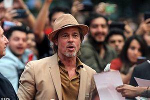 Brad Pitt lịch lãm với vest trong buổi ra mắt phim mới ở Mexico