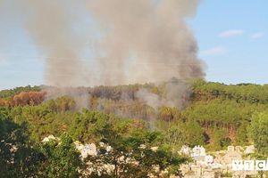 Núi Ngũ Phong cháy lớn, đe dọa tuyến đường điện cao thế ở Huế