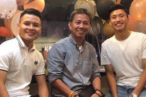 Quang Hải động viên HLV Hoàng Anh Tuấn sau thất bại của U18 Việt Nam