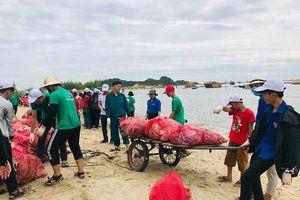 Quảng Ngãi: 1 tấn rác đổi 100 giỏ nhựa