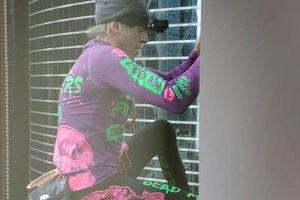 'Người nhện' leo tòa nhà chọc trời Hồng Kông để kêu gọi hòa bình