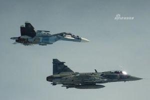Chiến đấu cơ Hungary 'đánh chặn' Su-30 trên biển Baltic