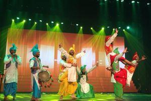 'Tiệc nghệ thuật' Ấn Độ khuấy động thành phố biển Nha Trang