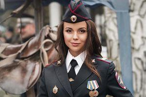 Chân dung nữ cảnh sát xinh đẹp Nga giỏi cưỡi ngựa Darya Yusupova