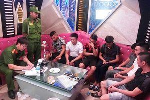 Kiểm tra hành chính quán karaoke, phát hiện 7 thanh niên 'phê' ma túy