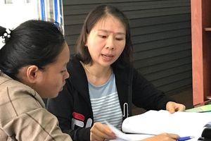 Cô giáo quỳ gối, khóc nức nở trong sân trụ sở UBND tỉnh Đắk Lắk: Thông tin mới nhất