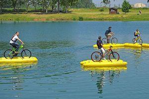 Với bộ thiết bị này, bạn có thể đi xe đạp trong thành phố nếu bị ngập lụt