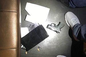 Công an bắt đối tượng mang súng ngắn và ma túy vào quán bar