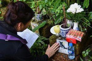 AFP quay lễ cầu siêu tưởng nhớ thú cưng tại chùa ở Hà Nội