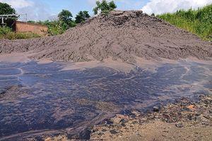 Chất thải nhà máy Alumin Nhân Cơ đổ trái phép gần nhà dân
