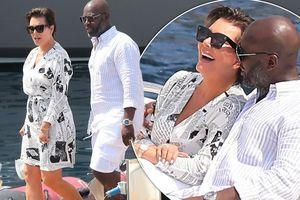 Mẹ Kim Kardashian U70 rạng rỡ hạnh phúc trong vòng tay tình trẻ kém 25 tuổi