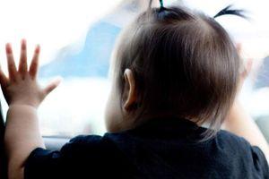 Bỏ quên trẻ em trên xe ô tô: Hiểm họa khó lường và cách hạn chế