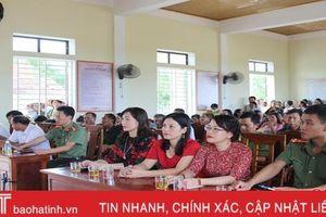 Vui ngày hội 'Toàn dân bảo vệ an ninh Tổ quốc' ở thôn điểm của Can Lộc