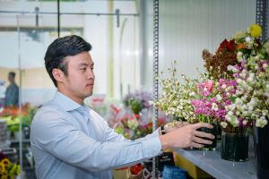 Shop hoa nổi tiếng của Shark Khoa bị tố bán hoa héo, kém sắc khác xa ảnh quảng cáo