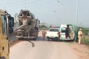 Cảnh sát nổ súng truy đuổi xe khách 16 chỗ vi phạm liều lĩnh bỏ chạy trên cao tốc Bắc Giang - Hà Nội