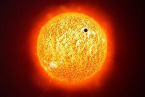 Điều gì xảy ra khi sao chổi lao thẳng vào Mặt Trời?