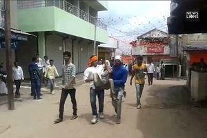 Hàng trăm người bị thương trong lễ hội ném đá kỳ lạ ở Ấn Độ
