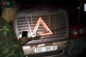 Cao Bằng: Một tài xế tử vong không rõ nguyên nhân trên xe container
