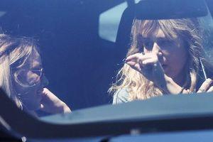 Miley Cyrus đưa bạn gái tin đồn đi chơi