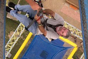 Môn thể thao mạo hiểm rơi tự do tại độ cao hơn 40 m