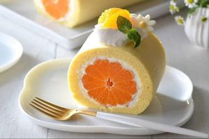 Bánh cuộn cam nguyên quả, món đơn giản cho người mới tập làm bánh