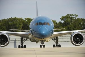 Cận cảnh máy bay Boeing lớn nhất Việt Nam đã hạ cánh sân bay Nội Bài